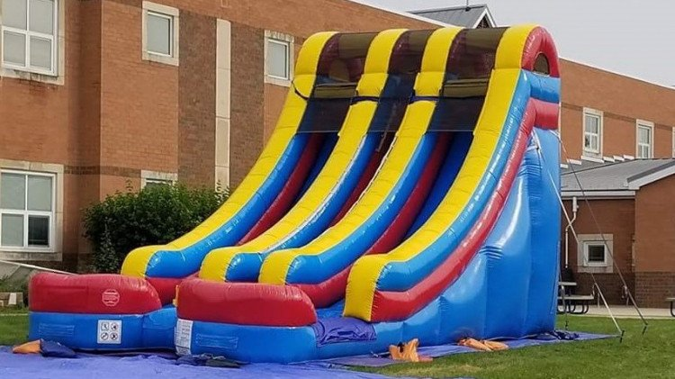 18' Multi Color Double Lane Wet/Dry Slide